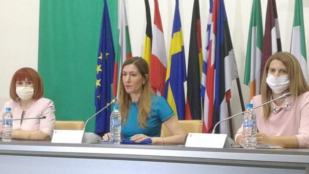 Ангелкова: Кандидатстването за субсидия за чартърите ще е максимално улеснено