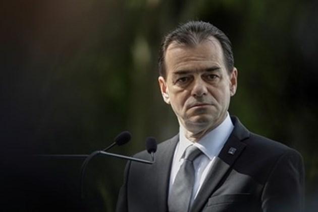 Румъния замразява заплатите на държавни служители