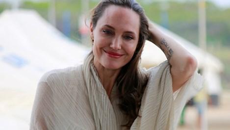 Анджелина Джоли припадна от изтощение (Снимки)