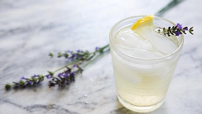 Тази напитка с лавандула лекува главоболие