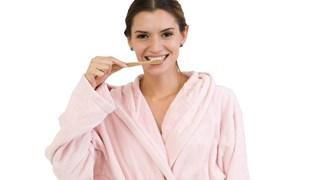 Лесни и безопасни начини за избелване на зъбите у дома