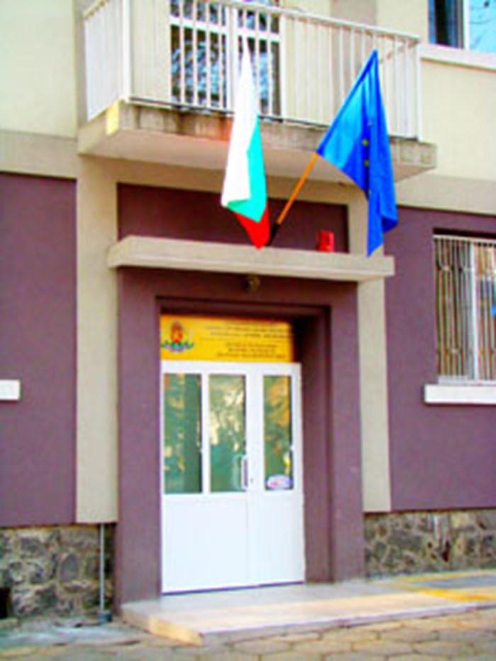 В РЗИ-Бургас се ваксинират медиците от Спешна помощ.