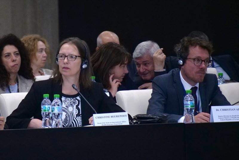 Здравните експерти от Кралство Нидерландия и Германия Кристине Беерепоот и Кристиан Абт представиха здравните системи в държавите им и как са преминали здравните реформи там. Според тях няма здравна система, която да бъде приложена едно към едно в различни държави. Те обещаха да продължат сътрудничеството си с България и да подпомагат процесите и у нас.