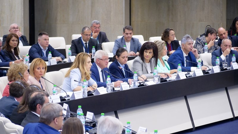 4 часа лекари, депутати, работодатели и фармацевти дебатираха предлагания от здравния министър Кирил Ананиев вариант за реформа.  СНИМКИ: ЙОРДАН СИМЕОНОВ
