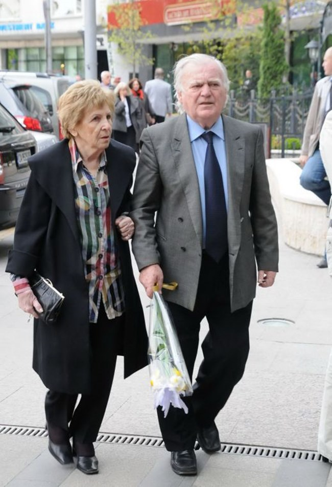 Тончо  Русев и  жена му Елена,  които  са заедно вече 60 г.  СНИМКИ: АРХИВ