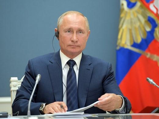 Руснаците предоставят на Путин правото да продължи да управлява до 2036 г.