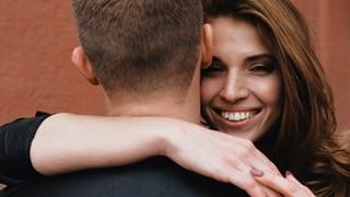 Любовта по-тъпи или по-интелигентни ни прави? Науката отговаря