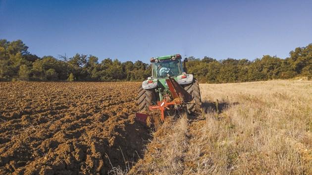 Търсенето на селскостопански технологии нараства, но доставките на суровини са оскъдни