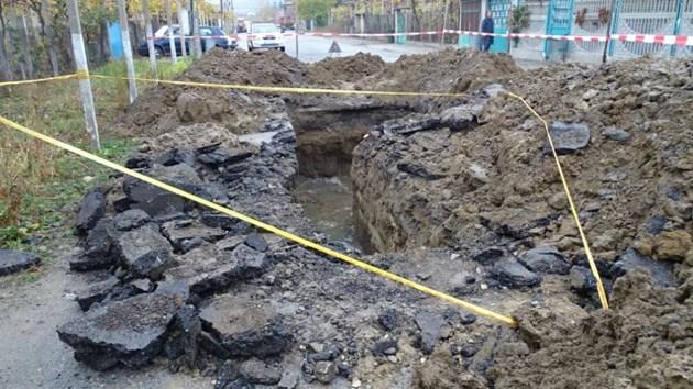 Мъж загина, затрупан в изкоп