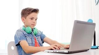 Грижа за детското зрение при дълго гледане на компютър