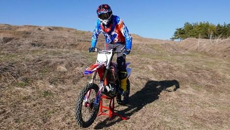 Карамазов стана състезател по мотокрос