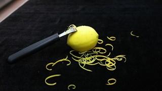 Необичайни употреби на лимонените кори в домакинството
