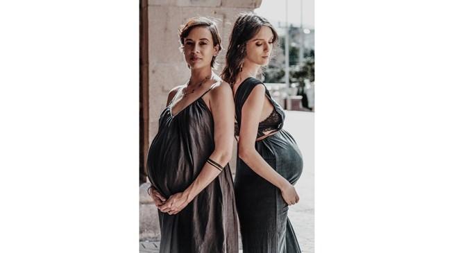 Луиза Григорова и кумата й Весела Бабинова с фотосесия в деветия месец