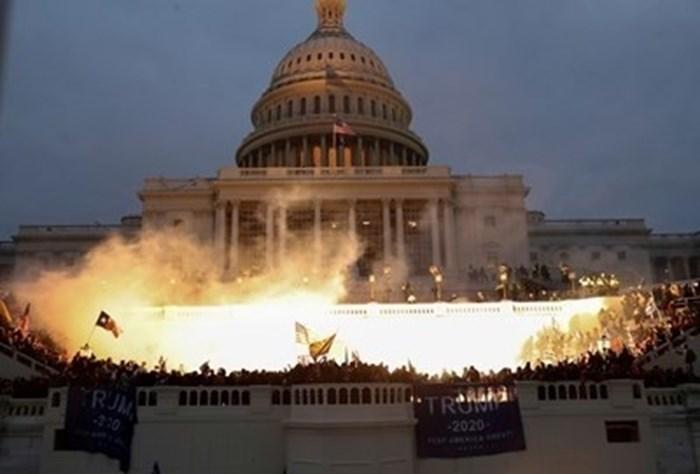 Поддръжници на експрезидента на САЩ Доналд Тръмп искат да взривят сградата и да убият членове на Конгреса СНИМКА: Ройтерс