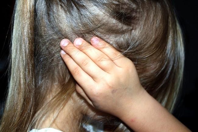 Децата на тези родители са подложени на системни обиди и саркастични забележки относно външния им вид, способностите и интелигентността им