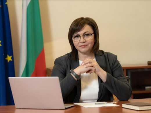 Нинова: България предплати 18 500 000 ваксини, а се сега се моли за ваксини на заем