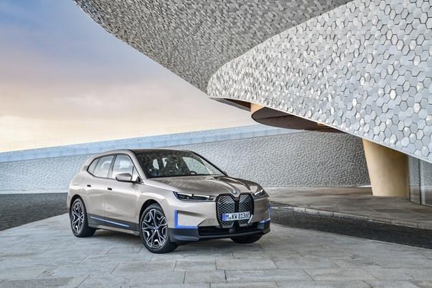 Електрическото BMW iX - 500 коня, над 600 км пробег и 5 сек от 0 до 100 км/ч!
