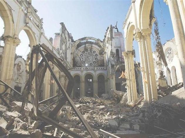 Катедралата на архиепископа в Порт о Пренс рухна върху него и го смаза при труса. За някои това бе знак, че дори господ се е отвърнал от Хаити и го наказва.