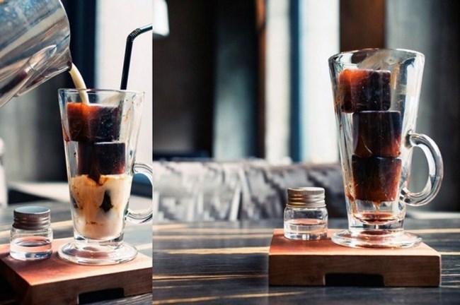 Любителите на студено кафе няма нужда да го варят и да го чакат да изстине. Може да си го направят на ледени кубчета, които после бързо ще се разтапят, включително чрез добавянето на мляко.