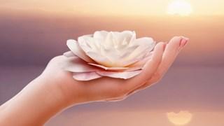 Как да бъдем по-щастливи според духовната учителка Оура Лов