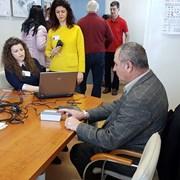 Електронен подпис и посещение на МВР в офиса спасяват от опашки за новите документи