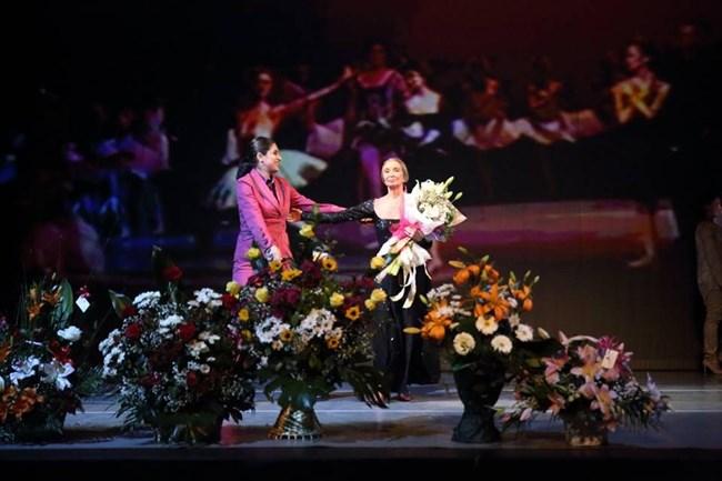 Хората трябва да си тръгнат от залата с блеснали погледи, обича да казва голямата българска балерина.