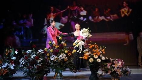 И на 80 Красимира Колдамова танцува - чрез телата на учениците си