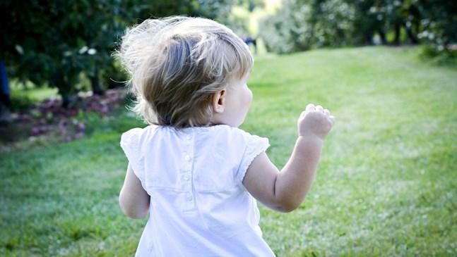 Как да се грижим правилно за бебешката коса?