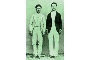 СЪРАТНИЦИ: Николчо Цвятков (вляво) и Христо Латинеца са с Левски до последния му дъх и не го издават.