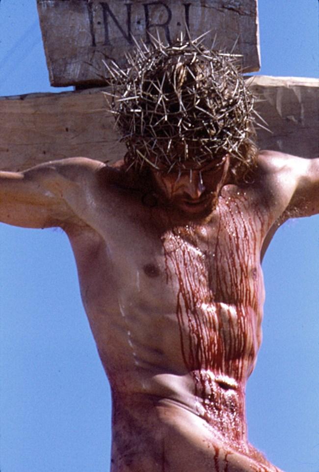 """Двайсет години след ролята си като Исус, Уилям Дефо участва в трилъра """"Антихристът""""."""