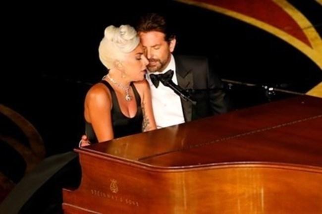 И Лейди Гага, и Брадли Купър прекратиха връзките си наскоро.