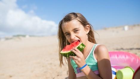 Защо е жизненоважно децата да получават много слънце