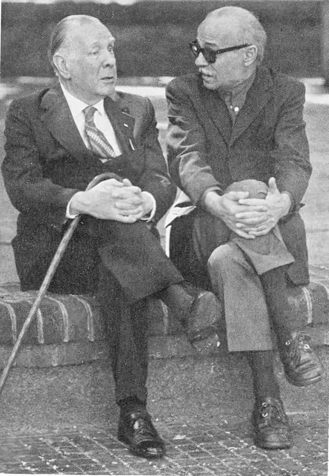 Сабато (вдясно) на раздумка с Борхес