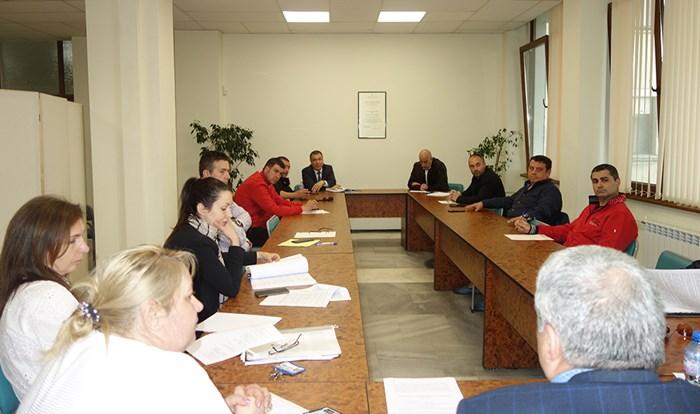Кметът Николай Димитров обсъди с председателите на групи в общинския съвет мерките в подкрепа на бизнеса и гражданите.