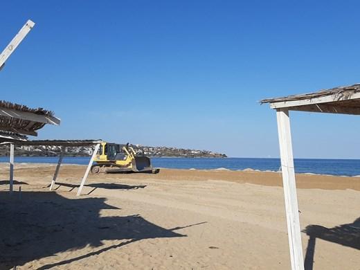 Прокуратурата се самосезира за разорания плаж край Каваците