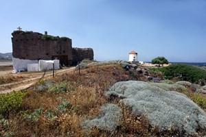 Скалната църква в Пурия, о-в Скирос