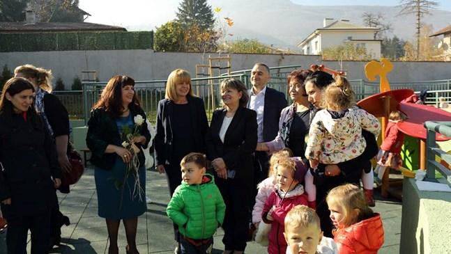 Фандъкова: До 2 г. всяко дете с място в градина