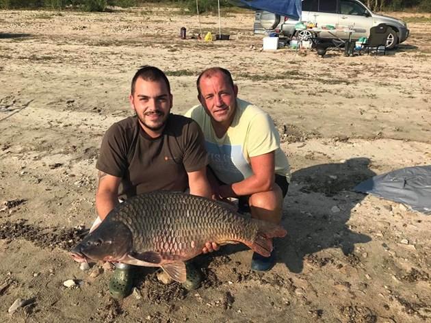 Шаран гигант улови млад рибар