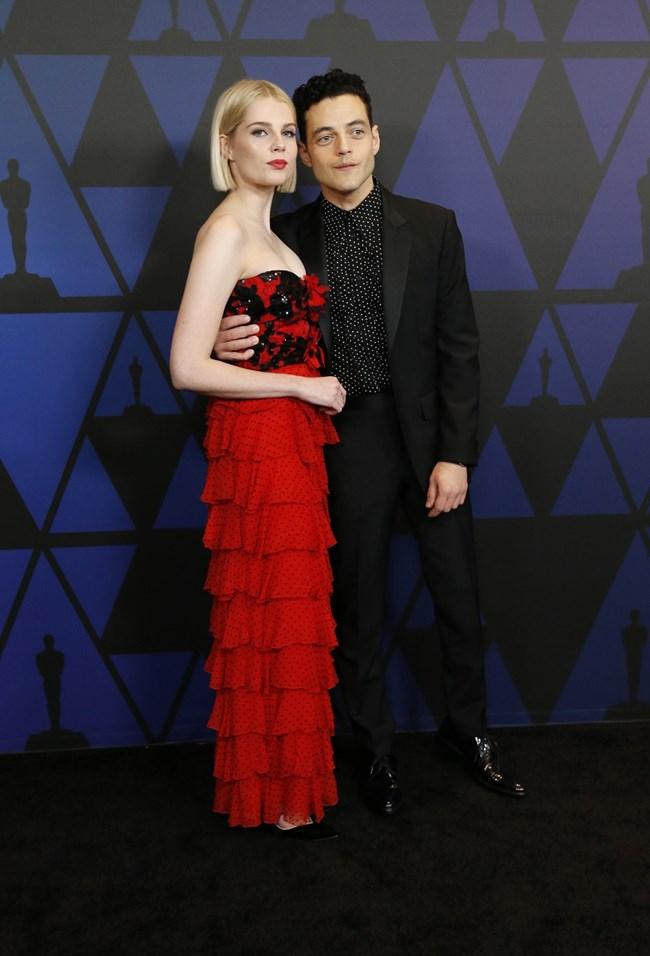 """Актьорът с приятелката си Люси Бойнтън, която му партнира в """"Бохемска рапсодия""""."""