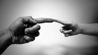 Свами Джотирмая: Благословията чрез докосване лекува