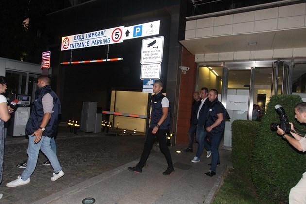 Aрестуваха и търговския директор на фирмата, в която работи Кристиян (Снимки)