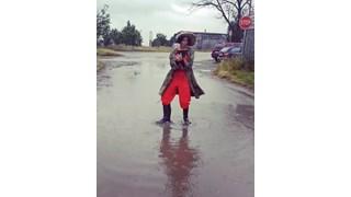 Мария Силвестър танцува под дъжда (Видео)