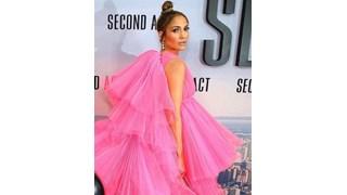 Дженифър Лопес в зашеметяваща розова рокля (Снимки)
