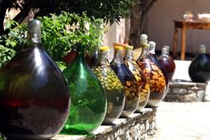 Тради;ционни деликатеси от плодове и зеленчуци на о-в Скиатос