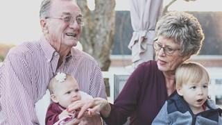 10 причини децата да искат да са с баба и дядо