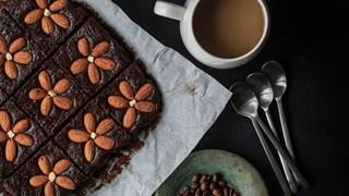 Шоколадов сладкиш с бадеми