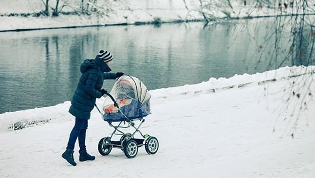Безопасна разходка с бебето през зимата