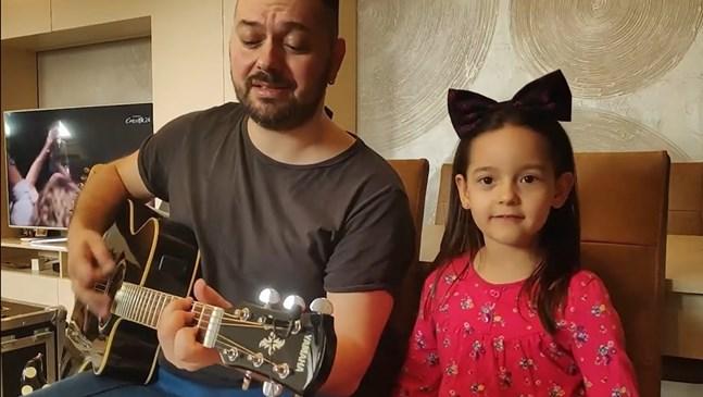 Борис Солтарийски направи дует с дъщеря си Ема (Видео)