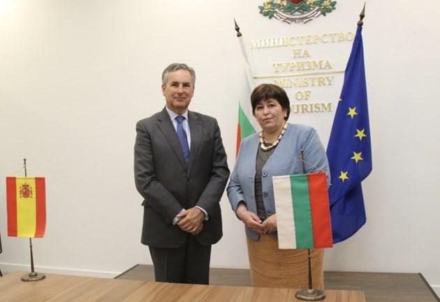 Министърът на туризма Стела Балтова се срещна с испанския посланик у нас