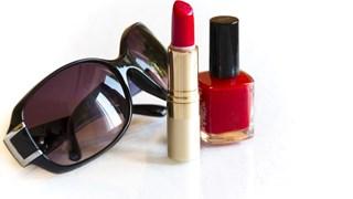 Какво да правим с летните козметични продукти след сезона